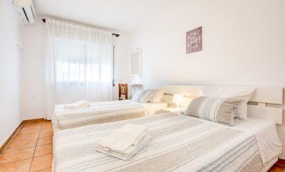 Apartamento com 2 Quartos e Vista Piscina